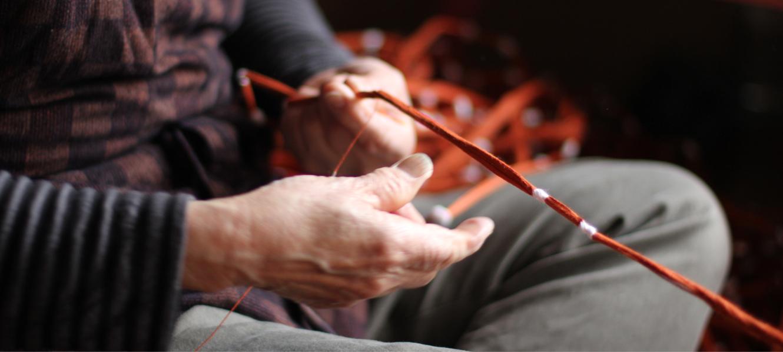 久留米絣の下川織物工場内スタジオの様子02