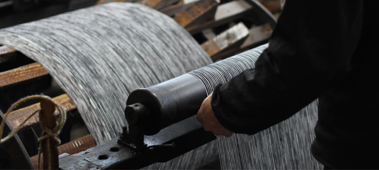 久留米絣の下川織物工場内スタジオの様子03