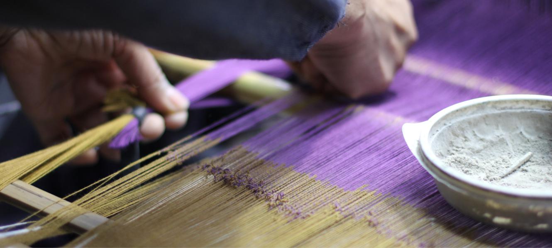 久留米絣の下川織物工場内スタジオの様子05